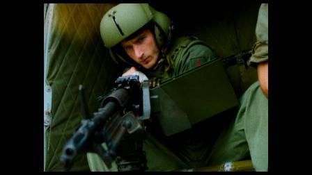 美军战斗小组乘坐的直升机突遭越共游击队的袭击