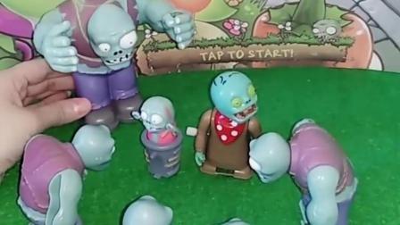 两个小僵尸吵架啦,他们叫来了帮手,他们因为什么吵架呢