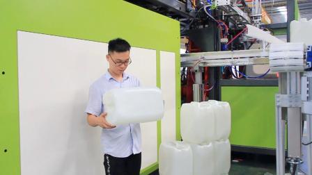 宝捷EB300U110-55-55T3全自动挤出吹瓶机生产20升下沉把手码跺桶