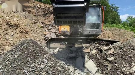 BF90.3粉碎斗配Volvo EC220EL挖机进行道路工程