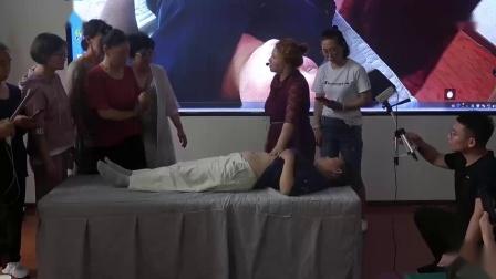 周海燕治疗子宫下垂手法当场见效_超清