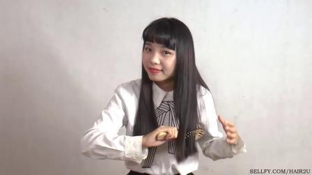 小田慢慢剪光自己的长发