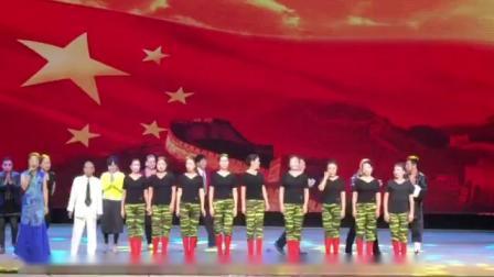 19年10月13日 舞蹈 女兵走在大街上