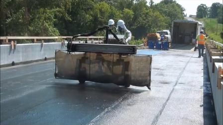自动喷涂机 - 喷涂高速公路防水浆料