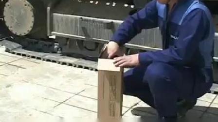 日常保养挖掘机清洁空气滤过器