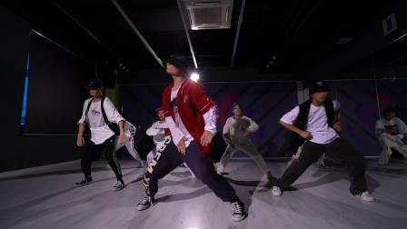 【龙舞天团】帅气的urban风格,会跳舞的男生女生都比较吸引眼球