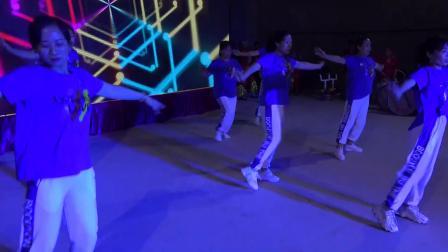 广场舞《伤离别》表演:西卓子青年团