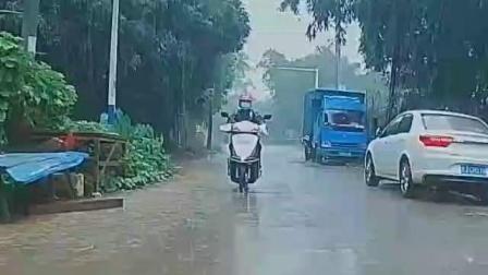 摩旅:女骑士风雨无阻