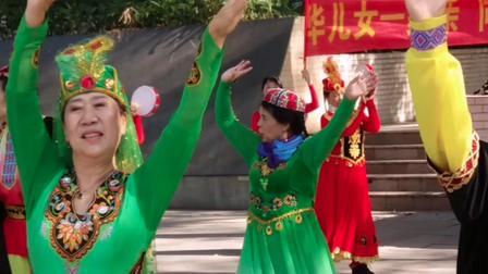 广场新疆午蹈;中华儿女一家亲
