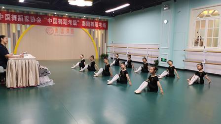 监利秦园舞蹈——中国舞蹈家协会中国舞蹈考级 2级 《大脚丫小脚丫》5岁宝贝
