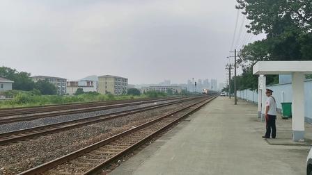 芜铜线K162次(南宁—徐州)通过狮子山站