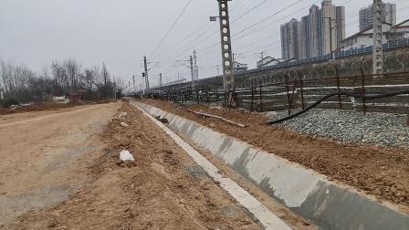 20200301 133750 G1976次列车出汉中站交汇阳安线HXD2货列