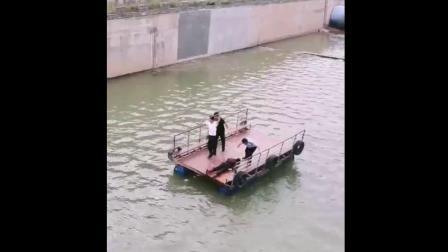 志丹橡皮坝水中跳下一个女人