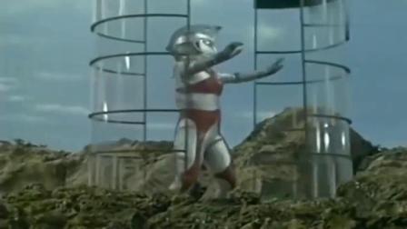 奥特曼:奥特曼被怪兽困在了笼子里,这下惨了