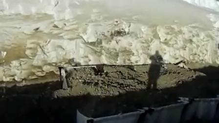 BF120.4破碎铲斗搭配Komatsu挖机在俄罗斯管道工程作业!