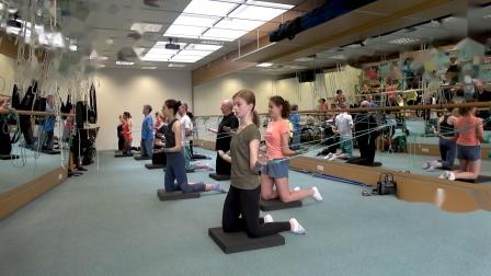 螺旋肌肉链垫上跪姿练习SPS脊柱螺旋稳定认证培训课程