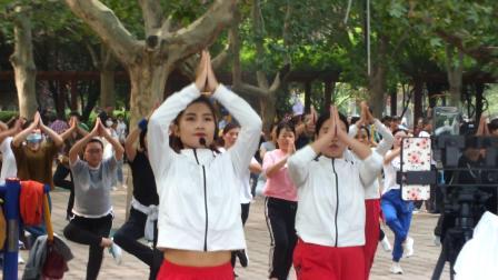 濮阳市 ---新蕾公园全民健身活动体操表演现场