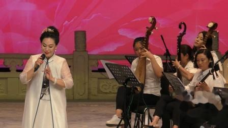 梆子名家贾德娇京评梆唱的好,书法也写的捧。