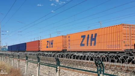HXD11217牵引大列通过古营盘站