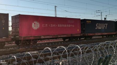 HXD11640牵引集装箱大列通过古营盘站