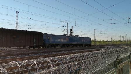 HXD11669牵引大列通过古营盘站