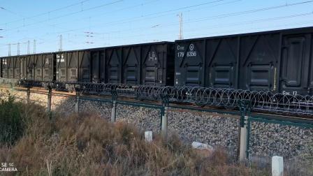 HXD11694牵引大列通过古营盘站,HXD21144牵引大列通过古营盘站