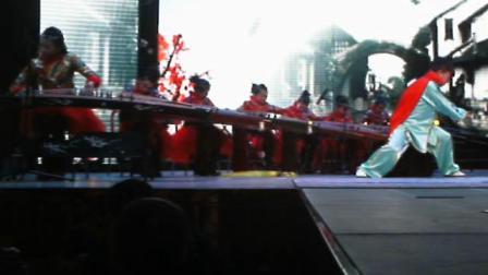 宋珊霞在淮安市电视台春晚少儿栏目表演古筝伴太极(2015年)