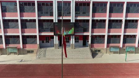 3、新绛县西街实验小学北校2020年秋季小学一年级开学典礼升旗仪式