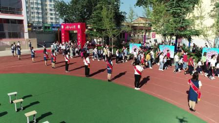 1、新绛县西街实验小学北校2020年秋季小学一年级开学典礼入场仪式