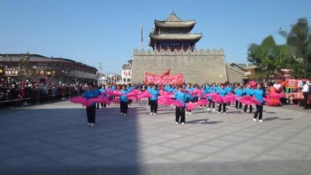 北镇市秧歌舞蹈协会《国庆汇演》广场舞《老干部秧歌队》制作-东明2020.9.30