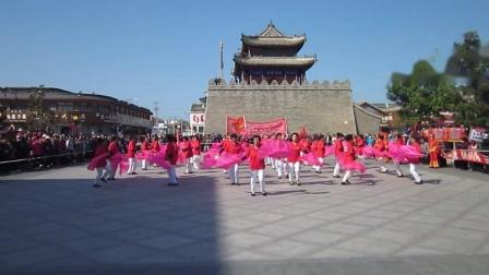 北镇市秧歌舞蹈协会《国庆汇演》广场舞《鼓楼老年舞蹈队》制作-东明2020.9.30