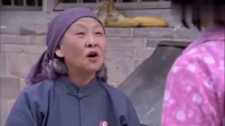 傻春:奶奶小脚买不到合适脚的鞋,傻春听完以后,这做法太暖心