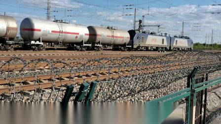 HXD21120牵引油罐大列通过古营盘站