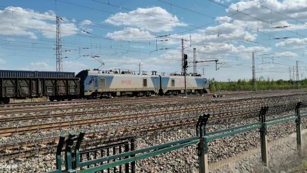 HXD21130牵引集装箱大列通过古营盘站