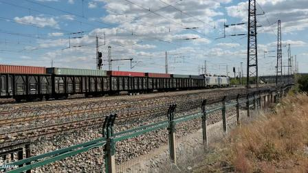 HXD21338牵引集装箱大列通过古营盘站