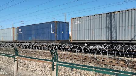 HXD21511牵引集装箱大列通过古营盘站