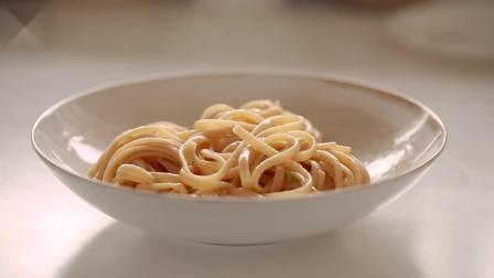 4种经典意大利面食谱,韩国女生教你用冰箱食材制作意面 | 神迹字幕组