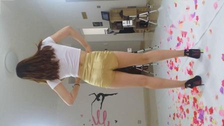 炫舞世家COCO金色短裤性感热舞背面