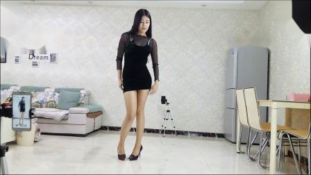 炫舞世家萱萱黑色连衣裙性感热舞正面