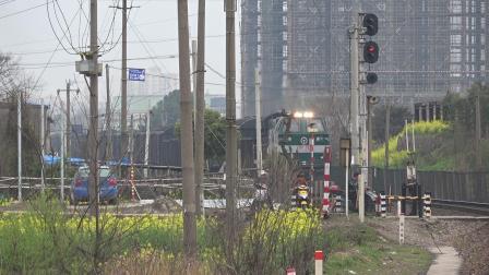 货列 43058次 HXN50635 通过宁芜线K72KM采石站道口