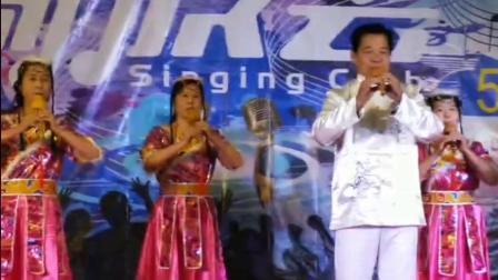 在临海歌友会成立五周年庆典上的葫芦丝联奏