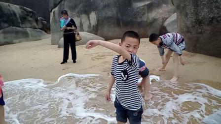 宗翰弟子们参加首届世界太极拳比赛时在天涯海角一日游【宗翰弟子】