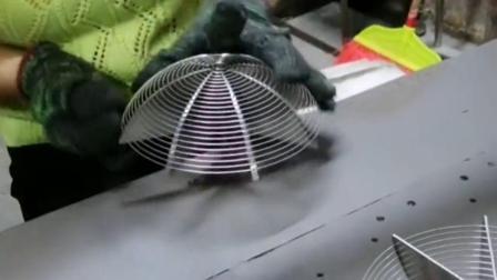 一直以为这漏勺是机器成型,原来是人工一圈圈缠起来,顿时感觉不贵了!