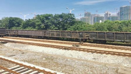 【节奏轮轨声】安徽港口物流DF5 1028牵低敞车出余家村站
