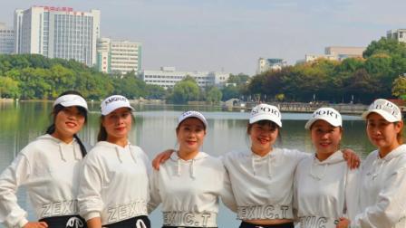 孝感市舞动人生舞蹈队--2020年重阳节汇演鬼步舞