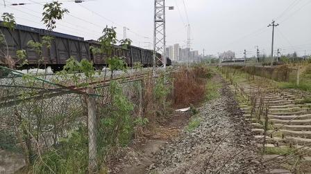20200328 130940 阳安线HXD2货列出汉中站通过青龙观弯道