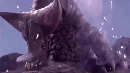 励志赛罗奥特曼:雷召唤出哥莫拉,哥莫拉的体型,好庞大