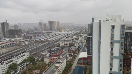 20200328 170217 西成高铁G90次列车高速通过汉中站