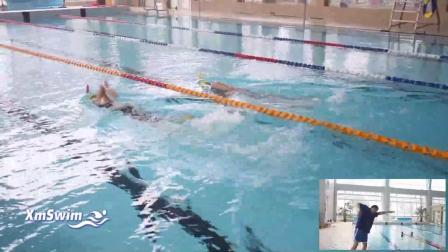 自由泳单臂转动提肩