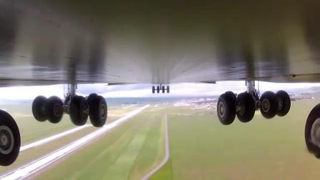 飞机底下装个摄像头,看飞机降落前起落架的变化,从未有过的体验